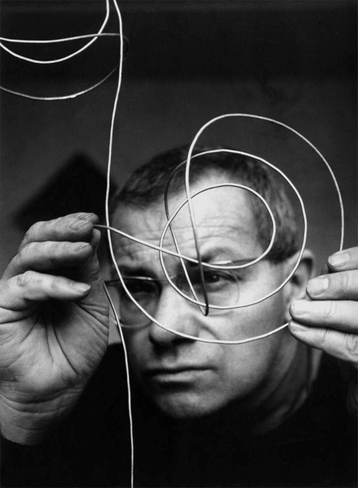 Max Bill (1908-1994) fue el primer rector de la escuela HFG de Ulm y formó parte del grupo 'Abstraction-création'.